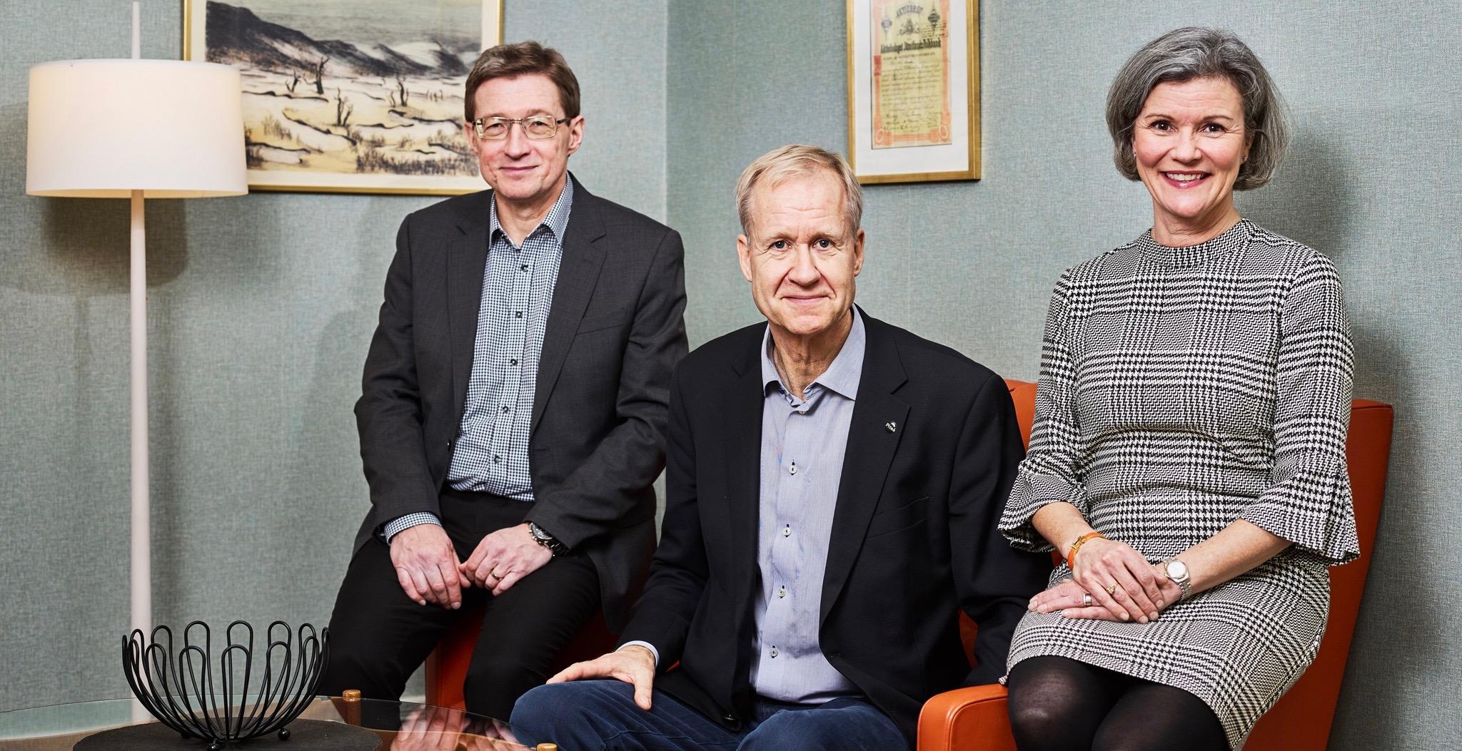 Från vänster: Koncerncontroller Roger Wiklund, VD Jan Jonsson och VD-assistent Lena Ahlqvist-Vaattovaara