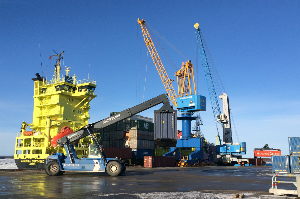 Containerlossning Piteå Hamn